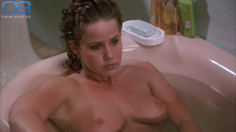 big-camryn-linda-blair-nude-scene-beach-pussy