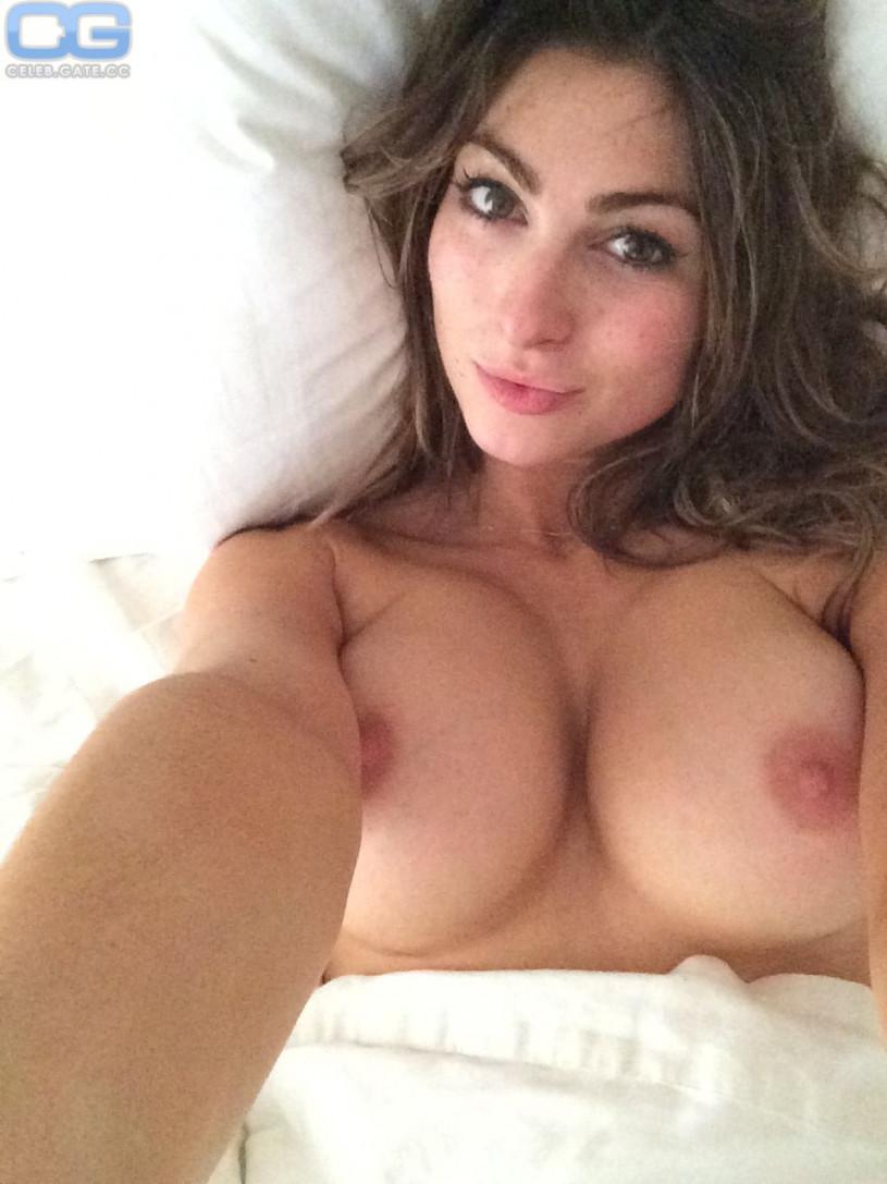 nudes (12 photos), Sideboobs Celebrity foto
