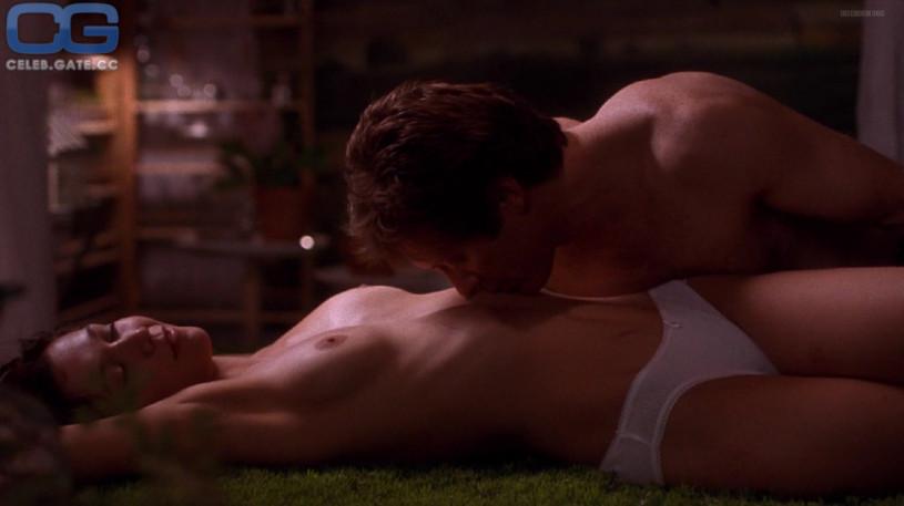 scene nude Maggie gyllenhaal