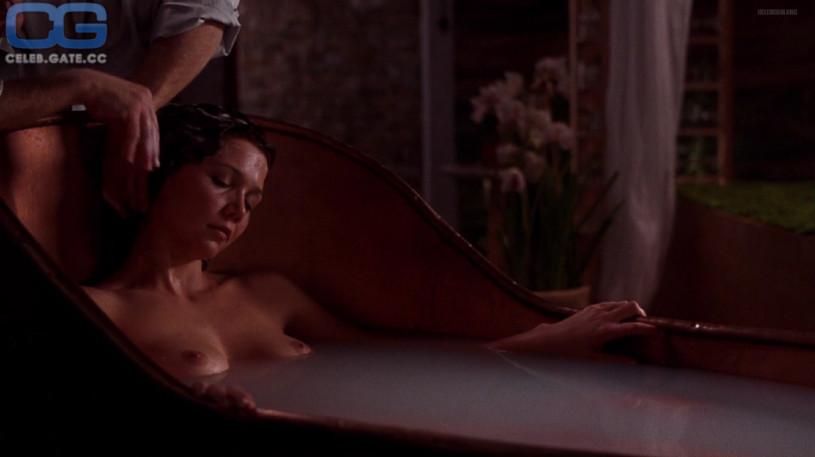 Эротическая сцена из фильма трое