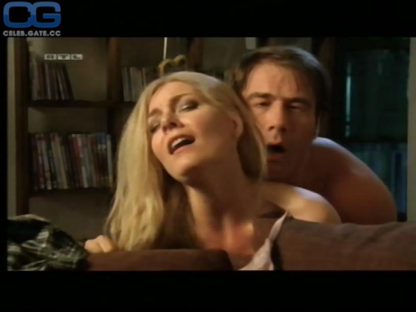 Beth behrs tits
