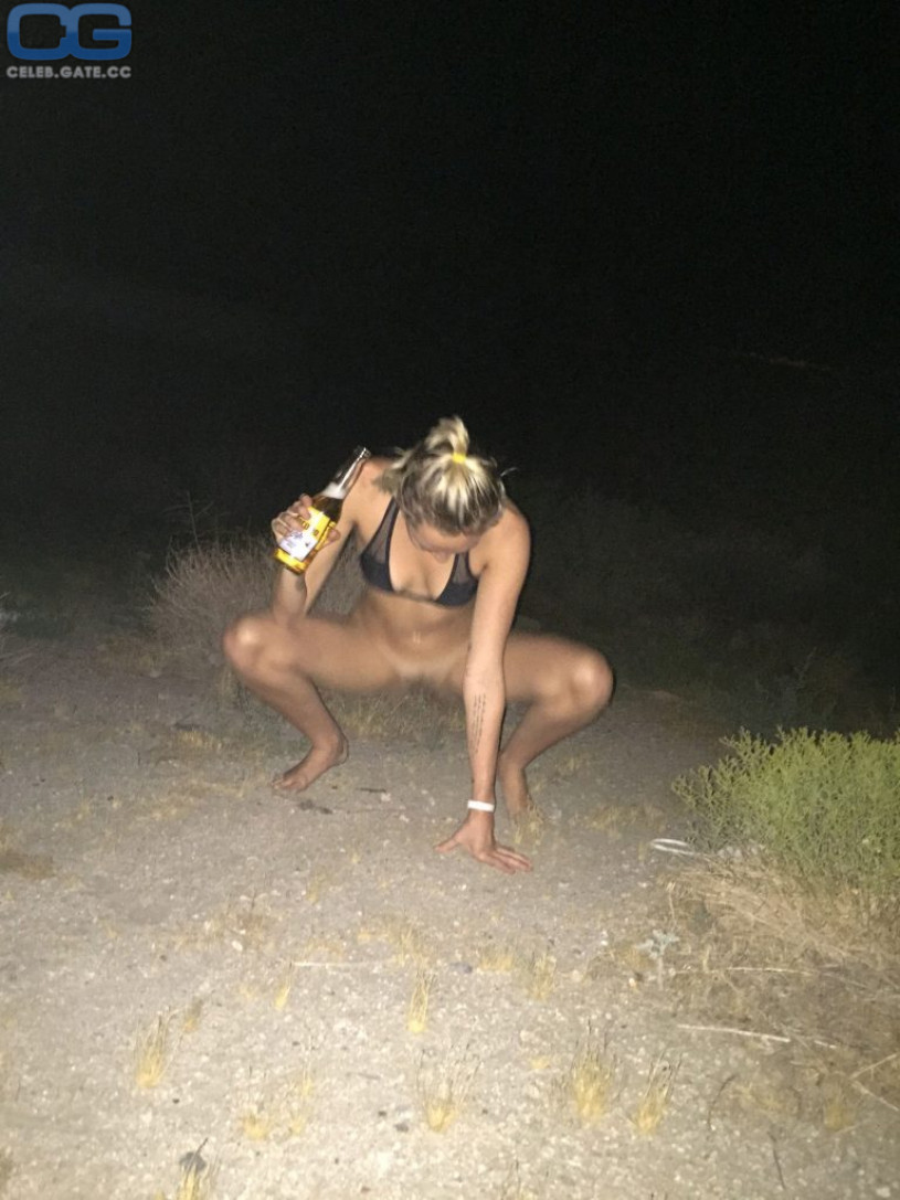 Miley Cyrus nude photo