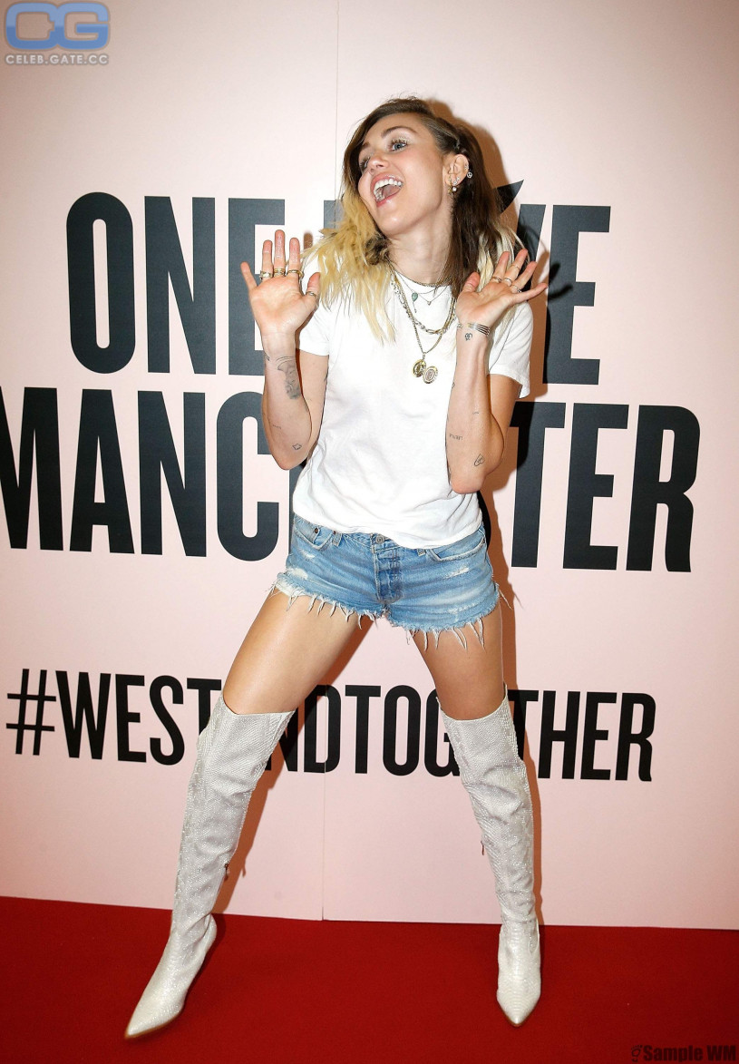 Miley Cyrus overknees