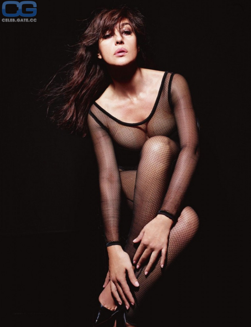 Monica Bellucci no underwear
