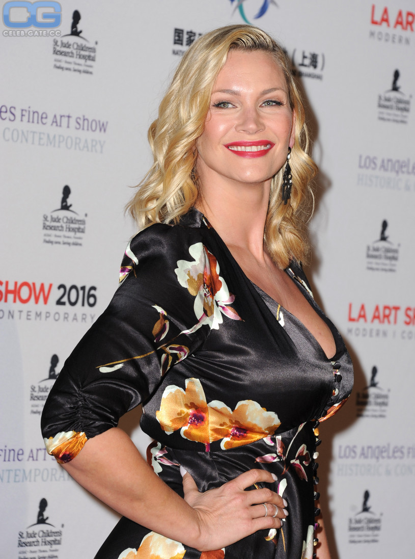 natasha henstridge naked pictures