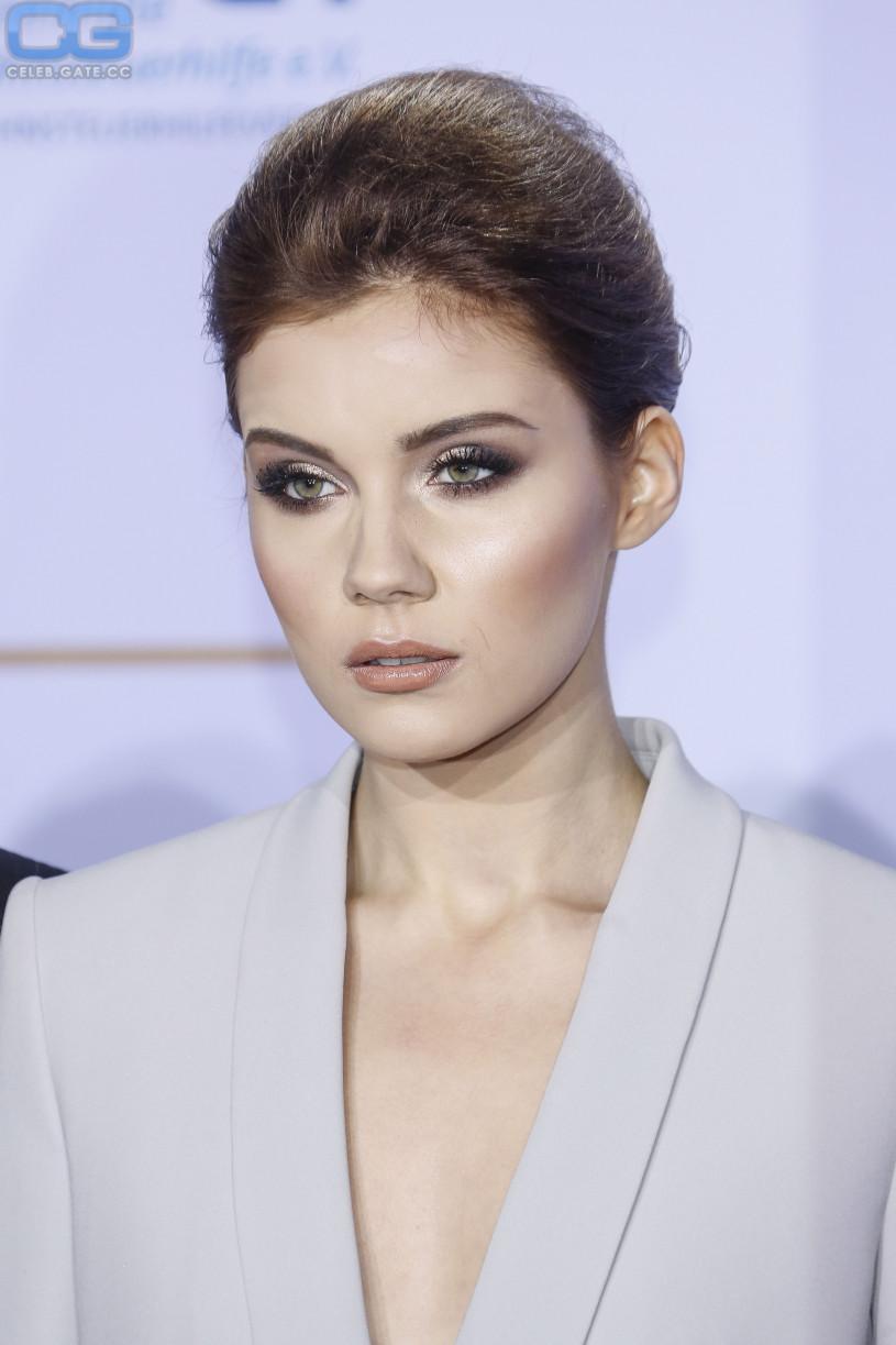 Nathalie Volk sexy