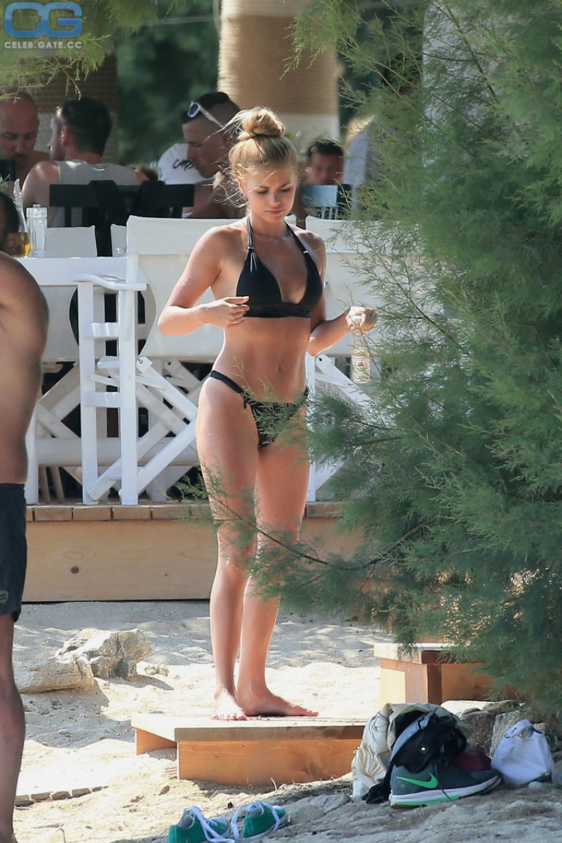 Pamela Reif bikini