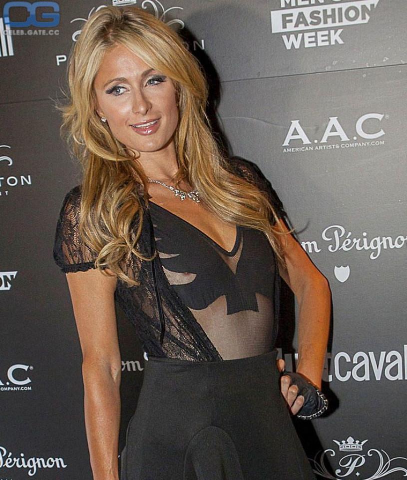 Paris Hilton nippel slip