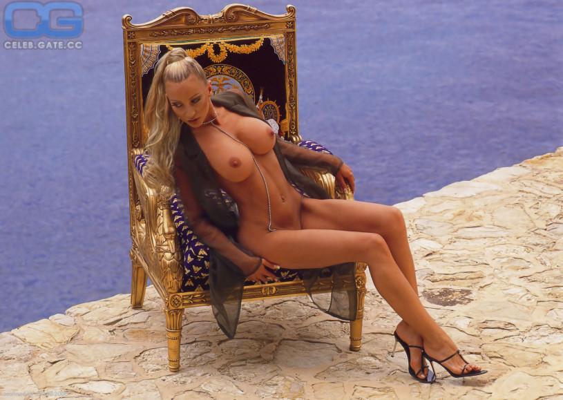 Hot babe rose monroe nude