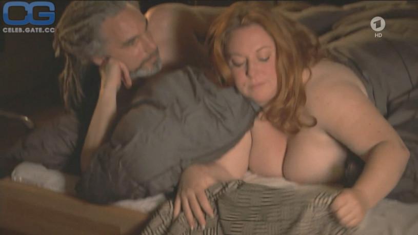 Rebecca simoneit nackt