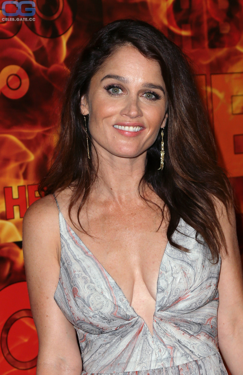 naked-pictures-of-robin-tunney-asian-bra-pics