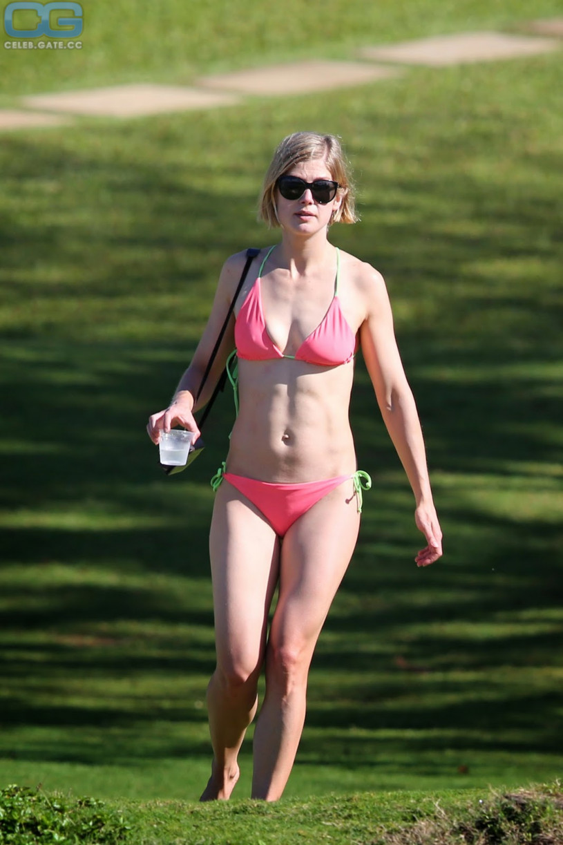 Naked pictures of rosamund pike