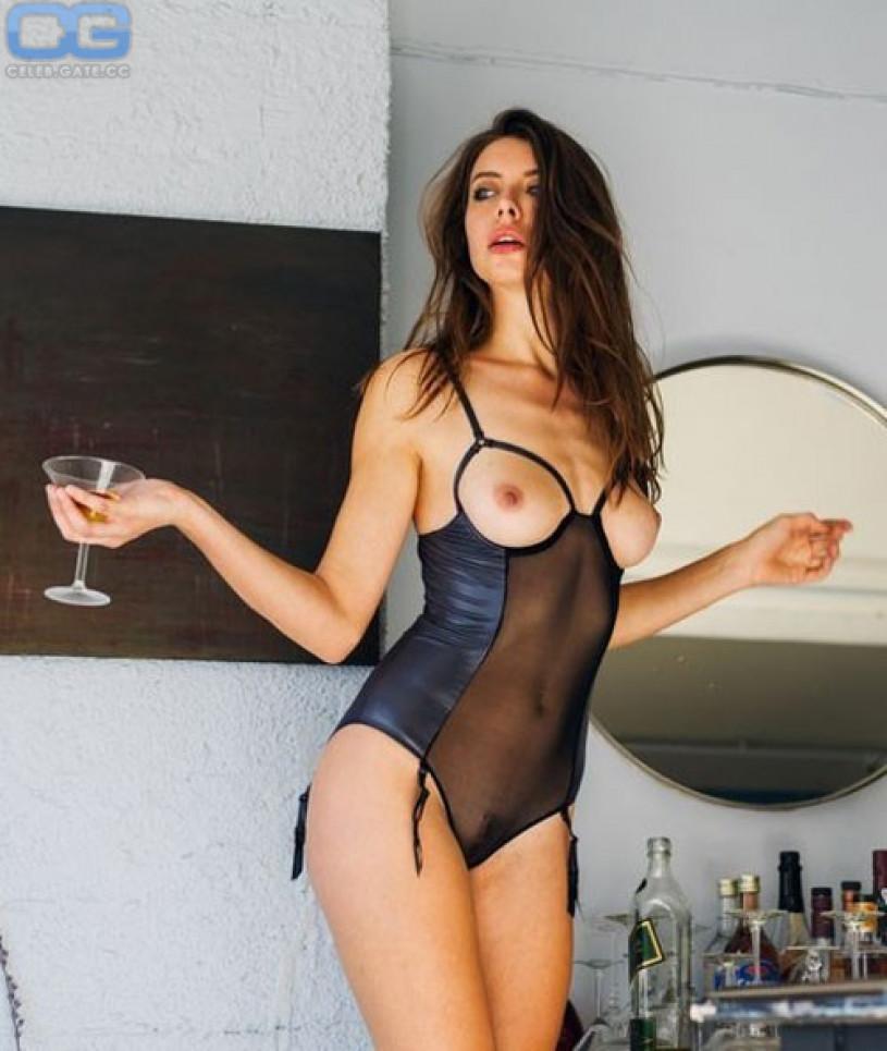 ayisha diaz topless