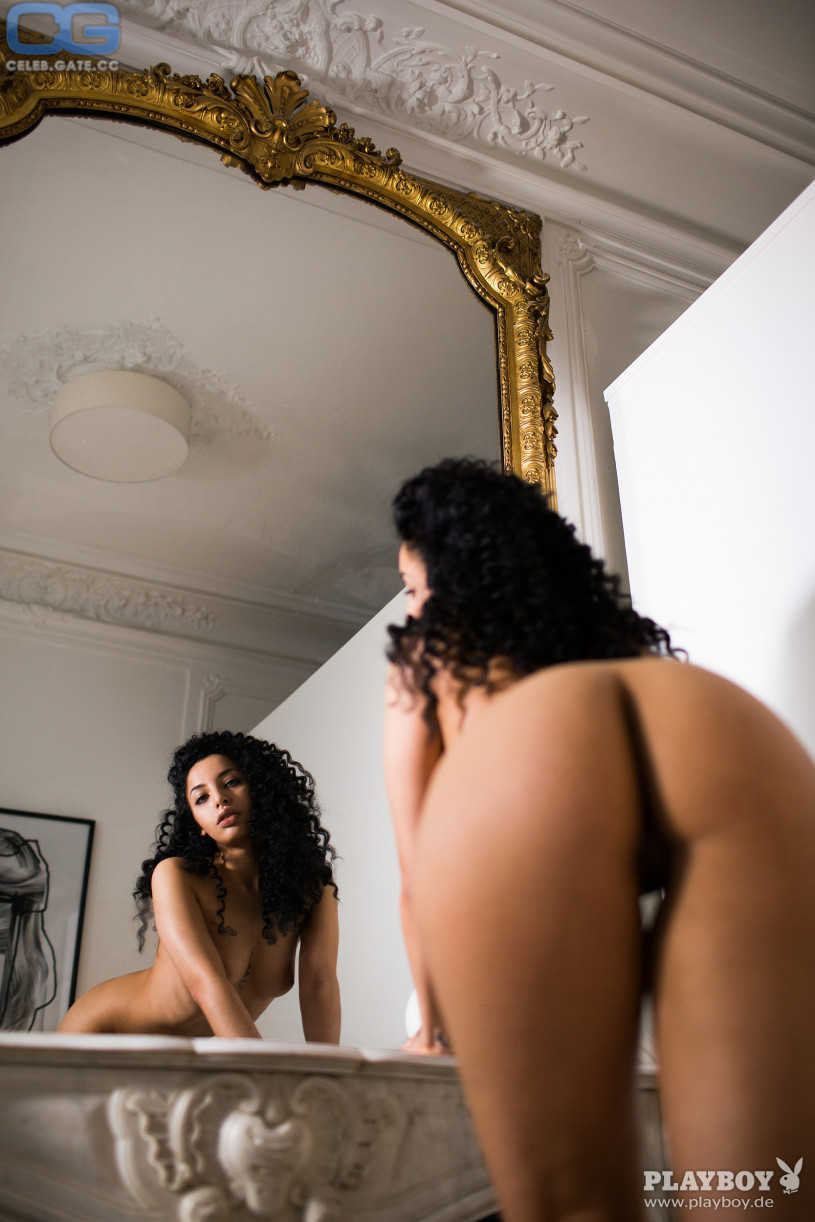 Sara Jean Underwood Sexiest Photos,