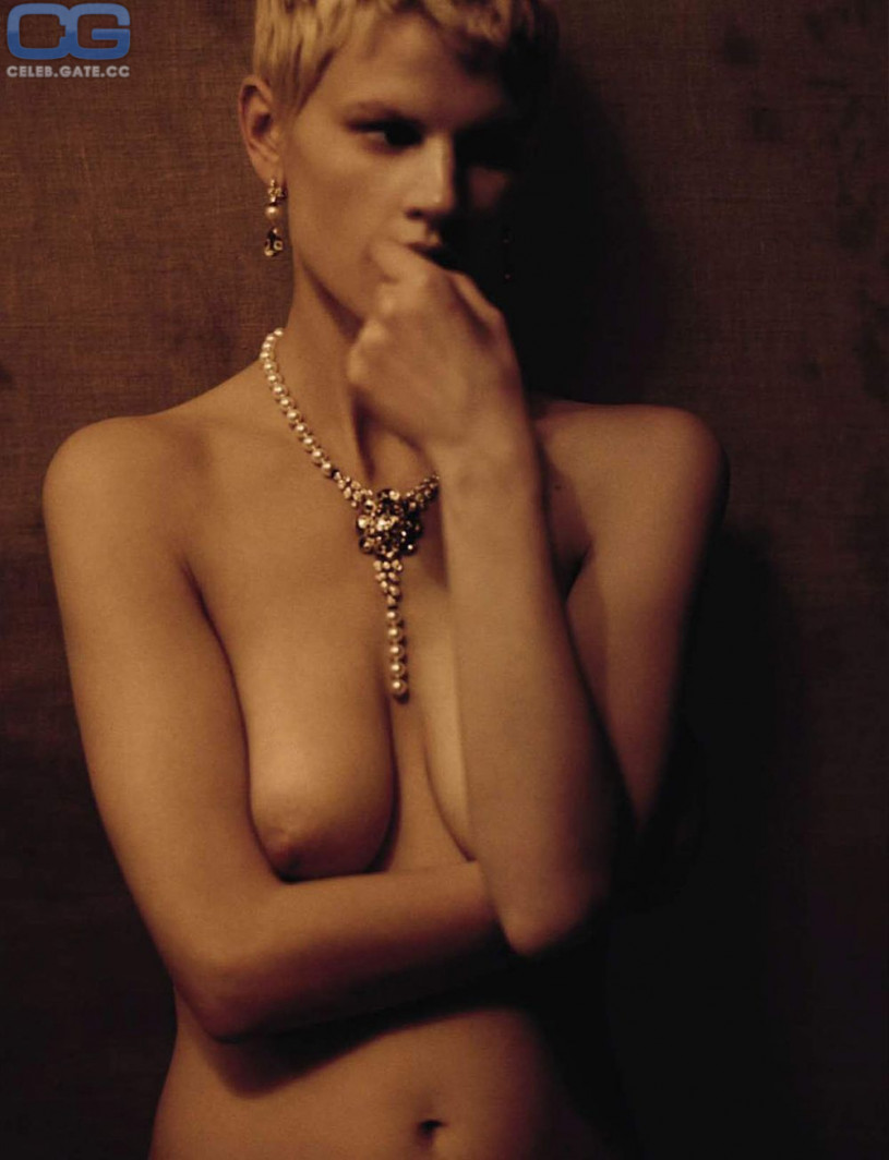 Saskia de Brauw Topless nude (75 image)