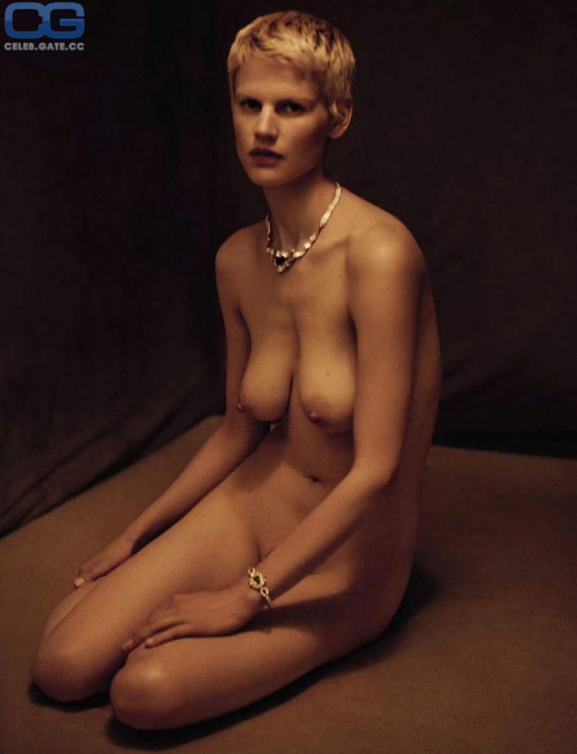 Saskia de Brauw Topless