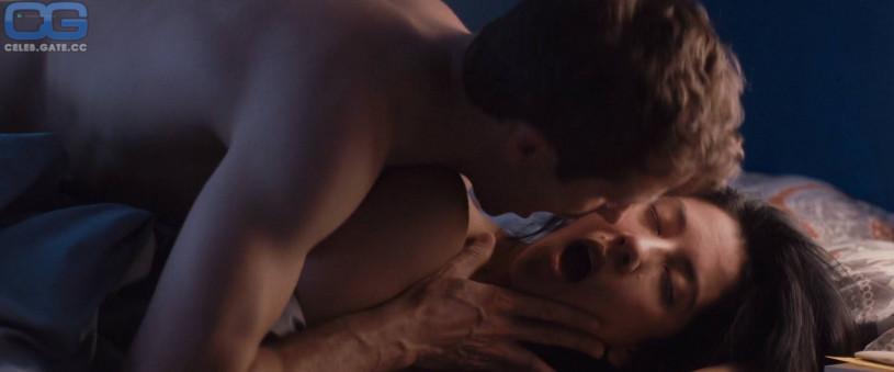 James bond topless girls
