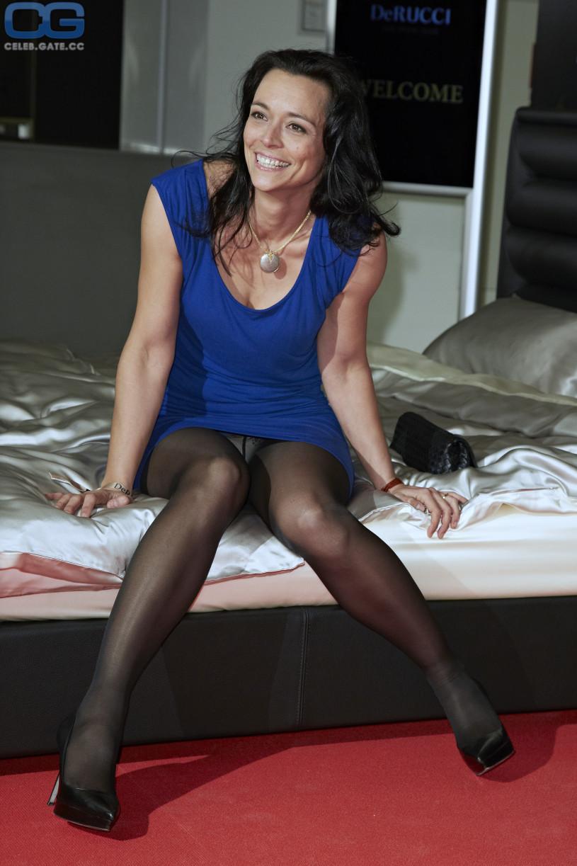 Yvonne de Bark upskirt